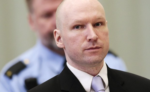 Nie będzie zmian w zasadach przetrzymywania w więzieniu terrorysty i zabójcy 77 osób, Andersa Breivika - zapowiedział dyrektor więzienia w Skien Ole Kristoffer Borhaug. W środę sąd w Oslo uznał, że norweskie państwo łamie prawa Breivika, przetrzymując go w całkowitej izolacji.
