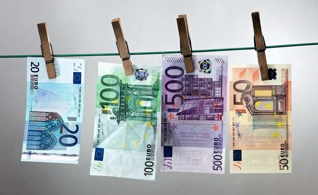 Bułgarskie służby specjalne rozbiły drukarnię fałszywych pieniędzy. Śledczym udało się przejąć gotowe banknoty o wartości 2,4 mln euro, a także materiały do dalszej produkcji kilku milionów.