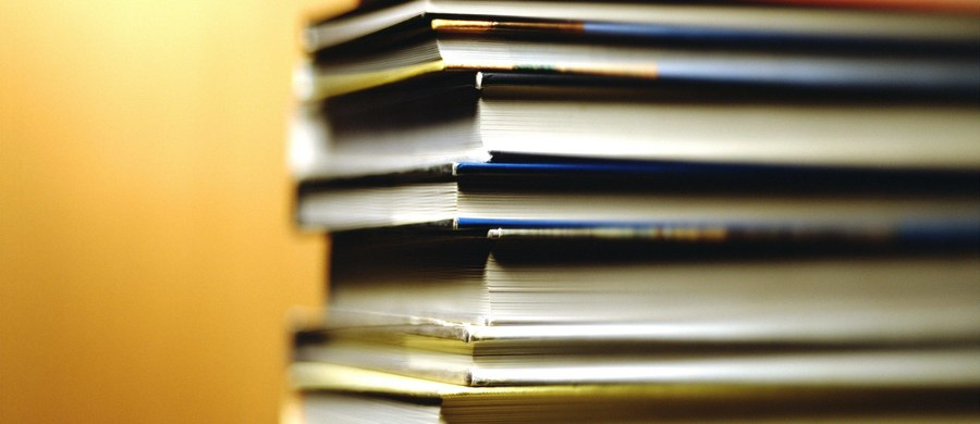 23 kwietnia to dzień poświęcony książce i prawom autorskim. Ten Międzynarodowy Dzień Książki obchodzimy od 1995 roku - został zorganizowany  przez UNESCO, organizację ONZ zajmującą się kulturą, sztuką, nauką i prawami człowieka.