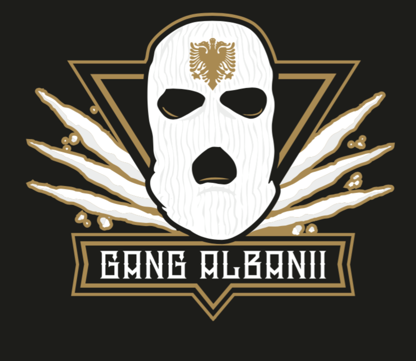 """Gang Albanii jest taki sam jak na swoim premierowym wydawnictwie - nadal serwuje słuchaczom humor spod budki z piwem i muzykę z okolic Manieczek. Tyle że na """"Ciężkim gnoju"""" potrafi, raz lepiej, raz gorzej, sparodiować sam siebie. Innych plusów nie stwierdzono."""