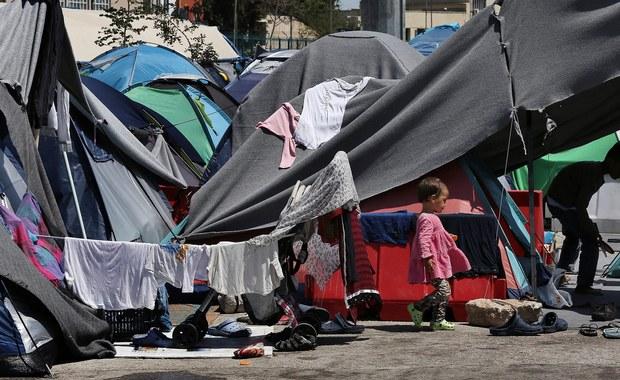 """Komisja Europejska zaproponuje w środę reformę zasad azylowych, która wprowadzi stały system dystrybucji uchodźców, uruchamiany w kryzysowej sytuacji. Ma też umożliwić krajom niechętnym przyjmowaniu migrantów """"wykupienie się"""" z tego obowiązku na pewien czas."""