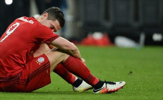 """""""Byliśmy lepszą drużyną, dlatego brak awansu tak bardzo boli"""" - tak napastnik Bayernu Monachium Robert Lewandowski skomentował odpadnięcie swojej drużyny z Ligi Mistrzów. W rozegranym we wtorek wieczorem rewanżowym spotkaniu półfinału LM podopieczni Pepa Guardioli pokonali wprawdzie Atletico Madryt 2:1, ale ponieważ w pierwszym meczu ekipa z Madrytu wygrała 1:0, to ona cieszyła się ostatecznie z awansu."""