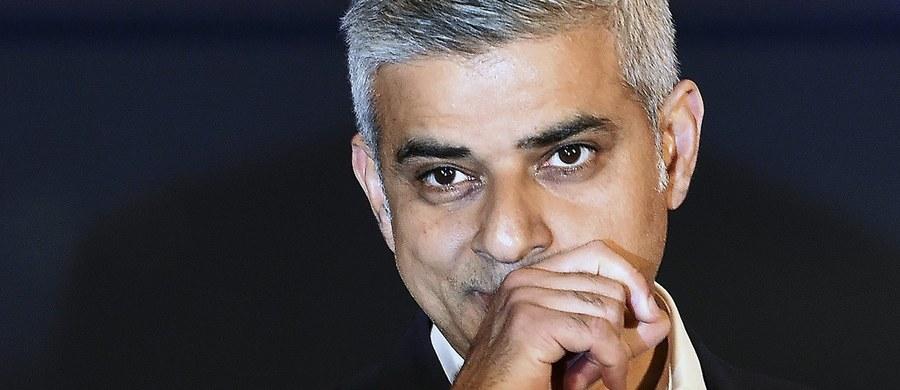 """Poseł Partii Pracy Sadiq Khan został wybrany na nowego burmistrza Londynu. Zdobywając ponad 1,3 mln głosów, Khan uzyskał najwyższy mandat dla pojedynczego polityka w historii Wielkiej Brytanii. Podczas pierwszego przemówienia po oficjalnym ogłoszeniu wyników stwierdził, że """"z pokorą przyjmuje nadzieję i zaufanie, które otrzymał od londyńczyków"""". """"Chcę, żeby każdy mieszkaniec Londynu miał możliwości, które były dane mi i mojej rodzinie"""" - powiedział."""