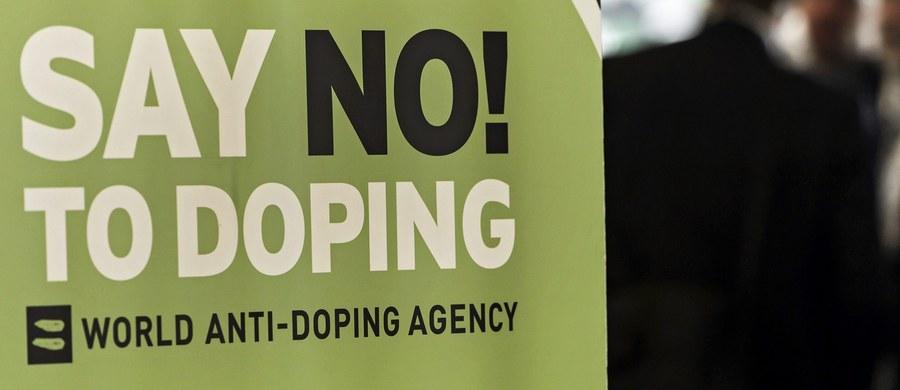 """Czworo rosyjskich mistrzów olimpijskich z Soczi miało stosować niedozwolone środki - uważa Witalij Stiepanow, który w 2014 roku ujawnił dopingowy skandal w tym kraju. W programie """"60 minut"""", który w amerykańskiej stacji CBS ma zostać pokazany w niedzielę,  podkreślił, że rozmawiał na ten temat z byłym szefem laboratorium antydopingowego w Moskwie Grigorijem Rodczenkowem. Działacz, który w listopadzie ubiegłego roku podał się do dymisji, miał wspomnieć o liście rosyjskich sportowców z pozytywnymi wynikami testów antydopingowych. Miały się na niej znaleźć nazwiska co najmniej czwórki złotych medalistów igrzysk w 2014 roku. W zatuszowaniu całej sprawy miała pomagać m.in. służba bezpieczeństwa (FSB)."""