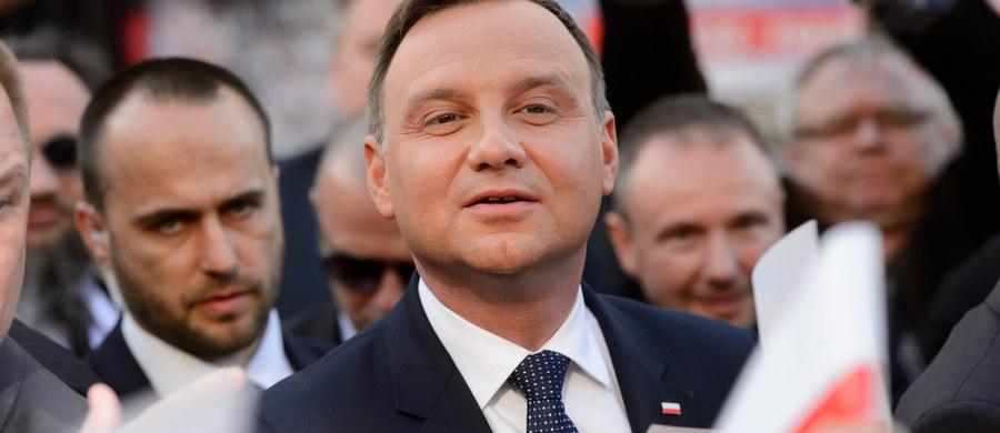 """Nie ma dzisiaj poważnych polityków, którzy mówią, że powinniśmy opuścić Unię Europejską - powiedział w sobotę w wywiadzie dla Polsat News prezydent Andrzej Duda. Podkreślił, że problemy z porozumieniem z opozycją wynikają z tego, że """"nie wszyscy chcą dialogu""""."""