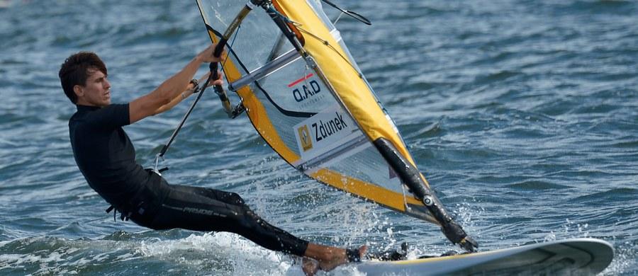 """Piotr Myszka odwiedził w Gdańsku dwie szkoły podstawowe, w których namawiał uczniów, do jazdy na rowerze. """"W moich przygotowaniach do startu w igrzyskach w Rio rower odgrywa ogromną rolę"""" - przyznał mistrz świata w windsurfingowej klasie RS:X."""