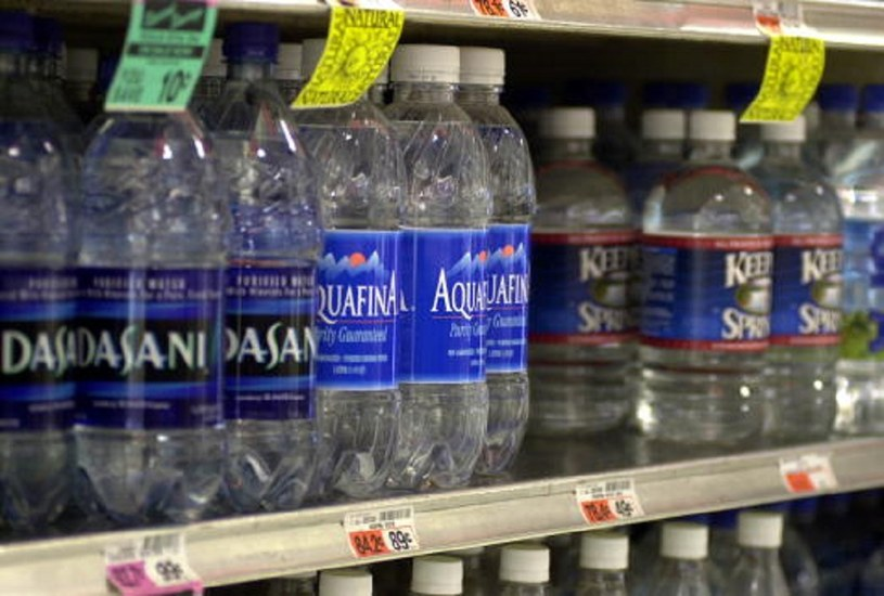 bottled water essay Just about everyone drinks bottled water, but do we really know the effects.