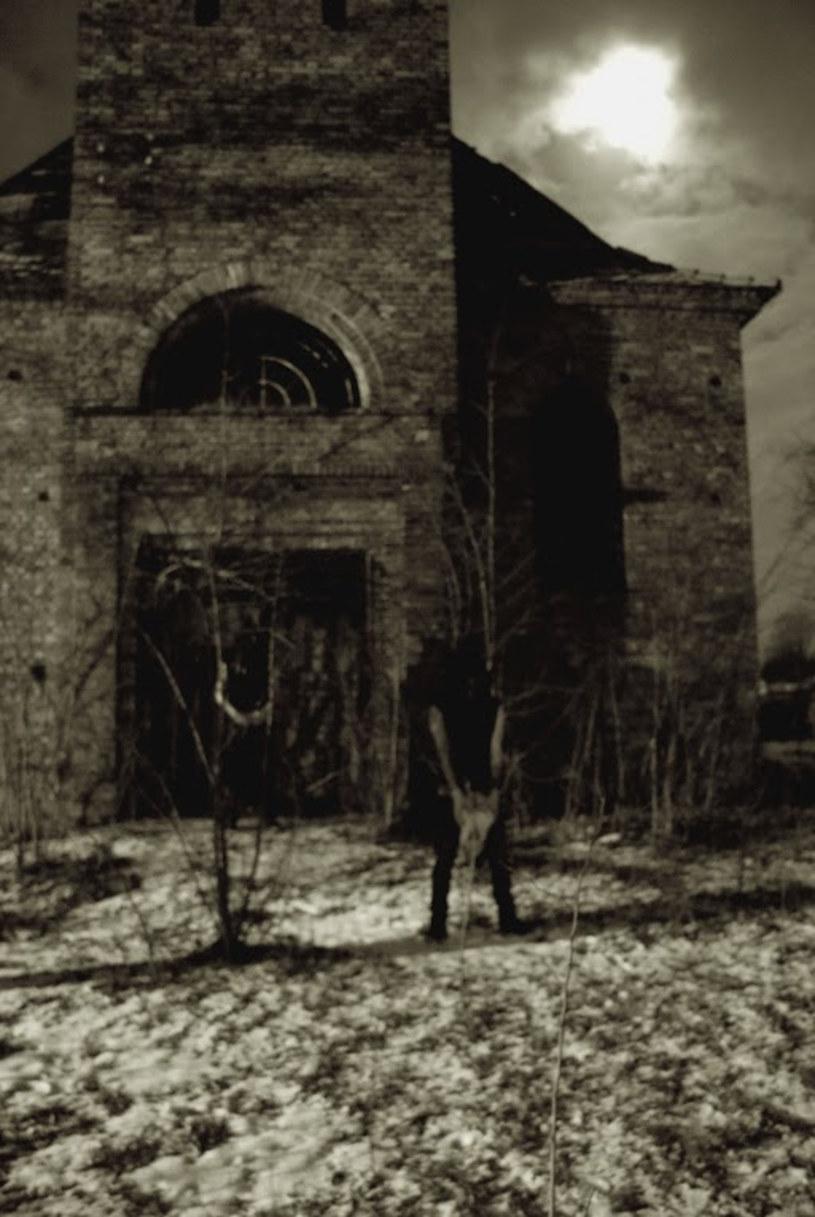 """Above Aurora z Poznania przygotowała debiutancki album """"Onwards Desolation""""."""