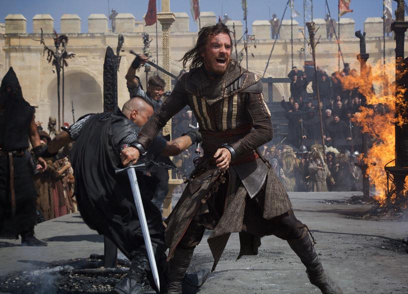 """Właśnie ukazał się pierwszy zwiastun filmu """"Assassin's Creed"""", będący ekranizacją kultowej gry o tym samym tytule. W główną rolę wciela się w nim Michael Fassbender."""