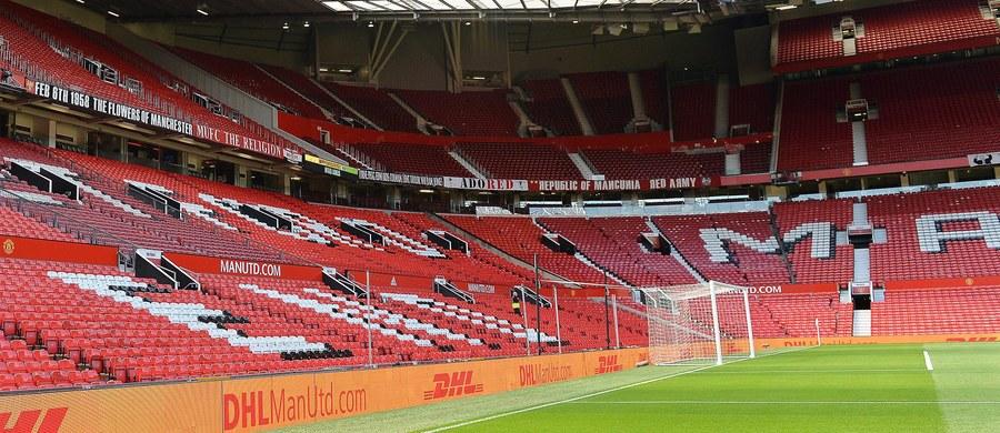 Podejrzany przedmiot, którego kontrolowaną eksplozję przeprowadzono w niedzielę na stadionie Manchesteru United, okazał się urządzeniem treningowym, pozostawionym przez przypadek po ćwiczeniach antyterrorystycznych - poinformowała brytyjska policja. Według relacji świadków, podejrzany przedmiot składał się z telefonu podłączonego rurką do niewielkiego pudełka, z którego wystawały przewody.