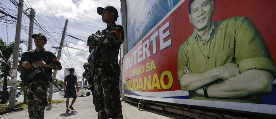 """Nowy prezydent Filipin Rodrigo Duterte zapowiedział, że będzie dążył do przywrócenia kary śmierci. Zezwoli też siłom bezpieczeństwa na """"strzelanie aby zabić"""" wobec najgroźniejszych przestępców. Wśród zapowiedzi znalazła się również obietnica poprawa stosunków z Chinami."""