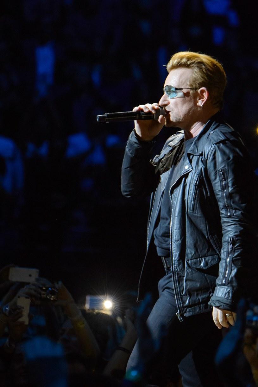 """10 czerwca na Blu-Ray, DVD i w sprzedaży cyfrowej ukaże się koncertowa płyta """"U2 iNNOCENCE + eXPERIENCE - Live In Paris""""."""