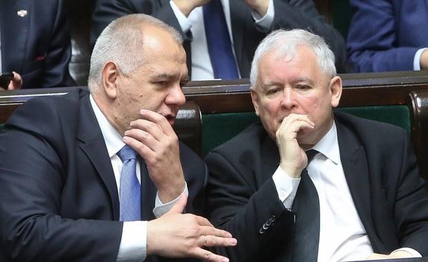 Kandydatem na nowego szefa sejmowej komisji finansów publicznych jest obecny wiceprzewodniczący tej komisji Jacek Sasin (PiS) - dowiedziała się PAP. Zastąpi on Andrzeja Jaworskiego, który przestaje być posłem w związku z wyborem do zarządu PZU SA.