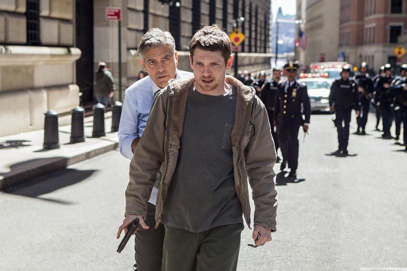 """George Clooney, Julia Roberts i Jack O'Connell grają główne role w filmie """"Zakładnik z Wall Street"""". Thriller wyreżyserowała dwukrotna zdobywczyni Oscara Jodie Foster."""