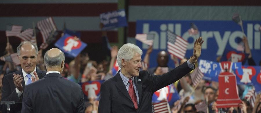 """Bill Clinton - były prezydent USA i mąż prawdopodobnie przyszłej głowy tego państwa - krytykuje Polskę. Już kilka razy, uczestnicząc w wiecach wyborczych swojej żony Hillary stwierdził, że nasz kraj """"odrzucił demokrację""""."""