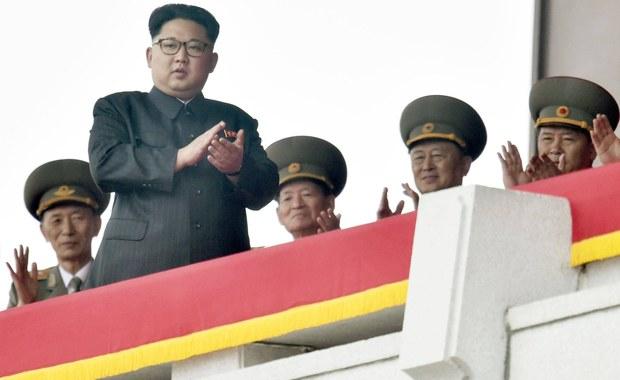 Władze Korei Północnej mianowały Ri Jonga Ho, zawodowego dyplomatę z doświadczeniem w negocjacjach z USA i Koreą Południową, na nowego ministra spraw zagranicznych - poinformowała agencja Associated Press, powołując się na pismo dyplomatyczne. Zdaniem analityków takie działania mogą wskazywać na chęć Pjongjangu do poprawy relacji ze światem zewnętrznym.