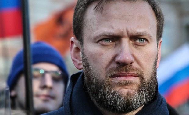 Rosyjski opozycjonista Aleksiej Nawalny wraz z kilkoma współpracownikami z Fundacji Walki z Korupcją został napadnięty przez grupę Kozaków przed lotniskiem w Anapie w Kraju Krasnodarskim na południu Rosji. Nagranie z incydentu zostało zamieszczone na koncie Nawalnego na Twitterze.
