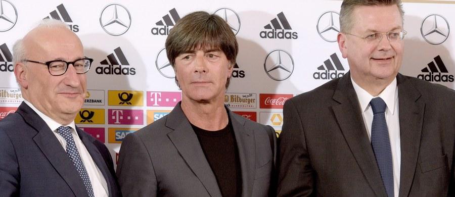 Trzech debiutantów: Joshua Kimmich z Bayernu Monachium, Julian Brandt z Bayeru Leverkusen i Julian Weigl z Borussii Dortmund znalazło się w 27-osobowej szerokiej kadrze Niemiec na piłkarskie Euro 2016 we Francji. W drużynie znalazło się też 14 mistrzów świata z Brazylii.