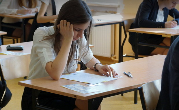 W jednym z zadań na egzaminie maturalnym z informatyki na poziomie rozszerzonym brakowało kilku danych w pliku. Centralna Komisja Egzaminacyjna zaproponowała abiturientom dwa rozwiązania - jednym z nich jest częściowe powtórzenie egzaminu.