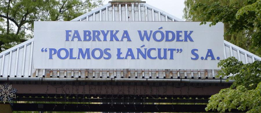 Napięta sytuacja w Fabryce Wódek Polmos w Łańcucie. Związki zawodowe są oburzone ostatnimi posunięciami właściciela zakładu, który chce zwolnić 130 ze 159 pracowników. To aż 80 procent załogi! Wycofał się jednak z programu dobrowolnych odejść. To oznacza, że oprócz zwykłych zasiłków dla bezrobotnych, pracownicy nie otrzymają żadnych dodatkowych pieniędzy.