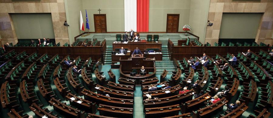 Sejm skierował projektu ustawy o działaniach antyterrorystycznych do komisji administracji i spraw wewnętrznych. Wcześniej posłowie nie zgodzili się na odrzucenie go w pierwszym czytaniu, o co wnioskowały PO i Nowoczesna.