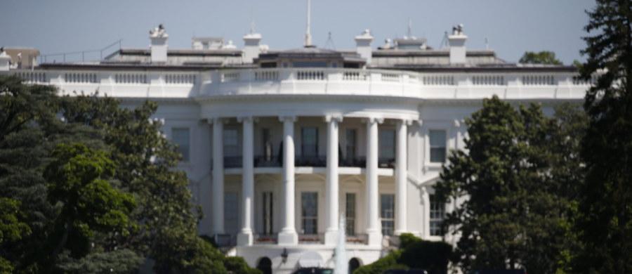 Jedna osoba została postrzelona w pobliżu Białego Domu w centrum Waszyngtonu - podały amerykańskie media. Prezydenta Baracka Obamy nie było wówczas w budynku. Policja poinformowała, że dostęp do Białego Domu został natychmiast zamknięty.