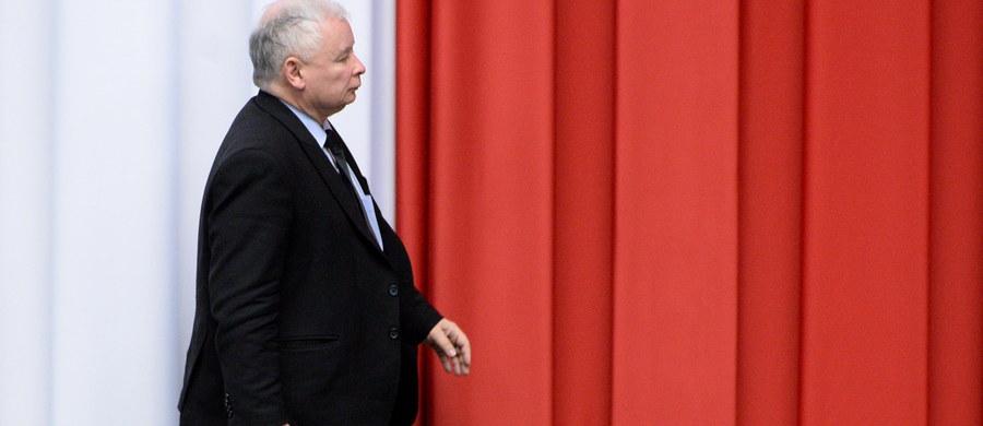 """""""Światełko w tunelu jest symbolem nadziei. Jeśli chodzi o Jarosława Kaczyńskiego, to tego nie widzę"""" - mówi, pytany przez słuchaczy o kompromis ws. TK gość Kontrwywiadu RMF FM, lider Nowoczesnej Ryszard Petru. """"Kaczyński oszukał Polaków i mnie sugerując, że zastosuje się do zaleceń Komisji Weneckiej. Jak widzimy, nie zrobił tego. Nie można być frajerem i nie można w kółko dawać się oszukiwać"""" - uważa polityk."""