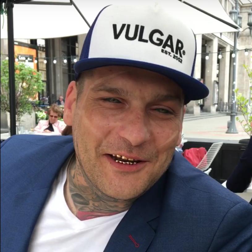"""Popek potwierdził, że znów stanie do walki w MMA. Raper umieścił już w internecie filmik pt. """"Wracam i walczę w KSW""""."""
