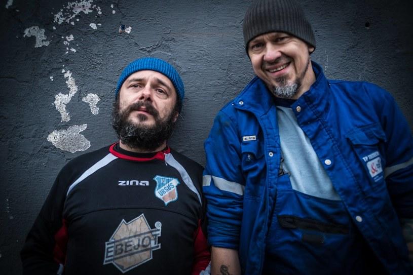 """Poniżej możecie zobaczyć nowy teledysk ekstrawaganckiego duetu Jakubik & Deriglasoff. Przy """"Jesieni średniowiecza"""" za kamerą stanął Wojtek Smarzowski."""