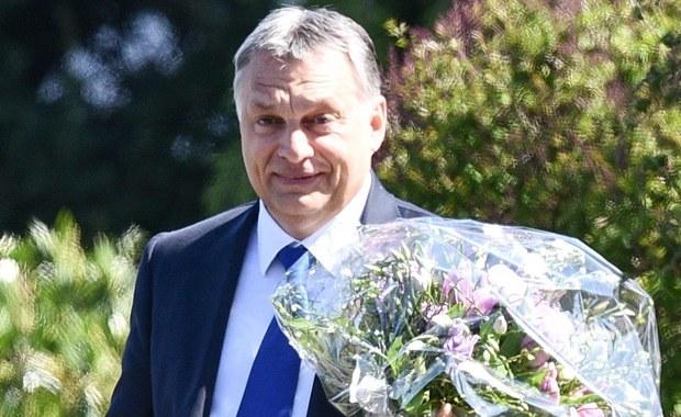 """To nie Viktor Orban czy Jarosław Kaczyński zagrażają władzy biurokratów w Brukseli, lecz co raz silniejsze partie skrajnej prawicy i lewicy  - skomentował węgierski prawicowy dziennik """"Magyar Idoek"""", odnosząc się do wyniku niedzielnych wyborów prezydenckich w Austrii."""