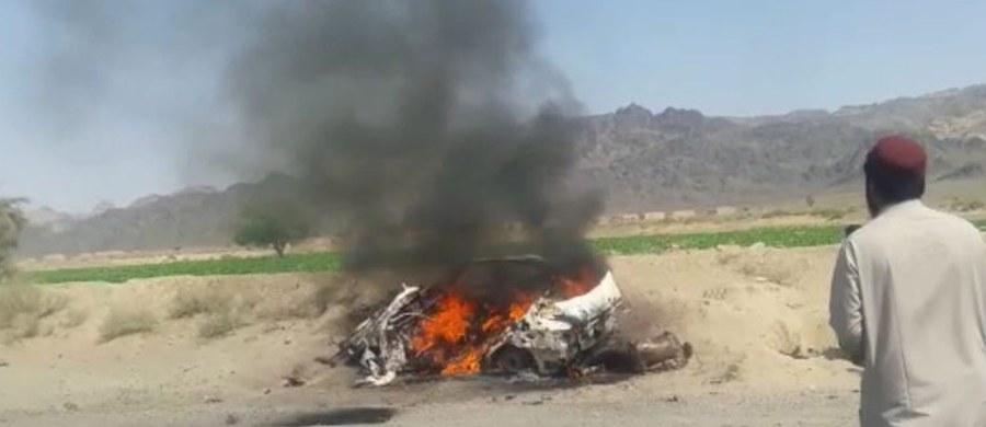 """""""Mułła Achtar Mansur został męczennikiem w wyniku uderzenia amerykańskiego drona"""" - poinformowano w oświadczeniu. Jego następca Ahundzadeh to duchowny z południowego Kandaharu, znawca prawa koranicznego i były szef talibskiego sądownictwa. Był jednym z dwóch zastępców Mansura."""
