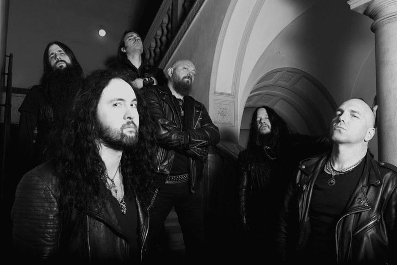 """Międzynarodowa supergrupa Sinsaenum ujawniła pierwsze szczegóły premiery debiutanckiego albumu """"Echoes Of The Tortured""""."""
