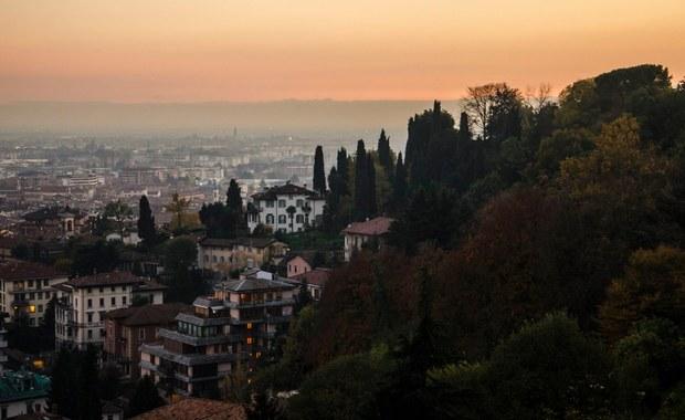 W mieście Bergamo na północy Włoch obowiązywać będzie zakaz hazardu w porze śniadania, obiadu i kolacji. Tak można podsumować rozporządzenie władz miejskich, które postanowiły zabronić w tych godzinach gry na automatach, sprzedaży losów i tzw. zdrapek.