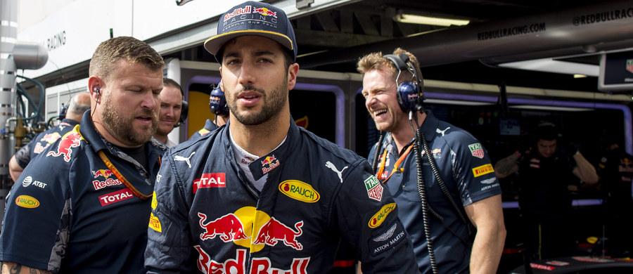Australijczyk Daniel Ricciardo z teamu Red Bull niespodziewanie wygrał kwalifikacje do niedzielnego wyścigu o Grand Prix Monako na ulicznym torze w Monte Carlo. To pierwsze pole position w karierze tego kierowcy.
