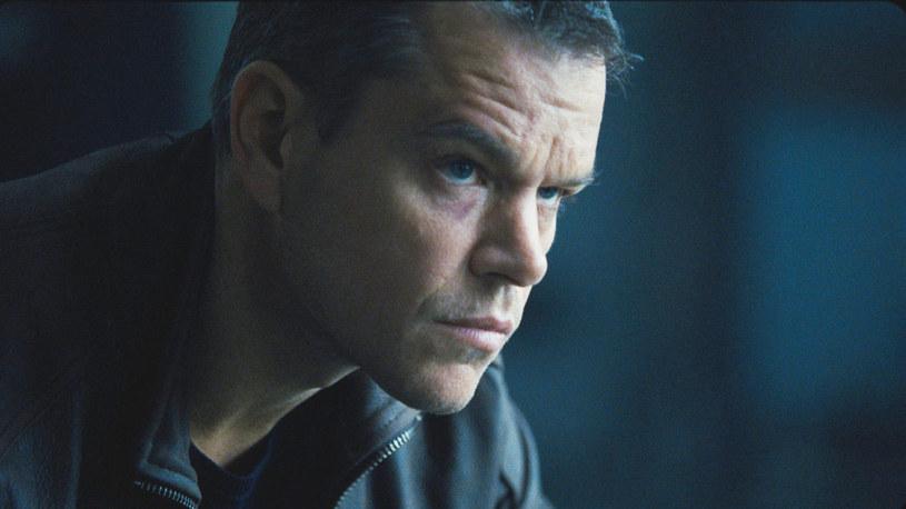 """To jedna z najbardziej oczekiwanych premier roku. Po 9 latach, w rolę Jasona Bourne'a ponownie wciela się Matt Damon. Poprzednio, w roli agenta mogliśmy podziwiać aktora w 2007 roku w """"Ultimatum Bourne'a"""". Film """"Jason Bourne"""" zadebiutuje na ekranach polskich kin 29 lipca."""