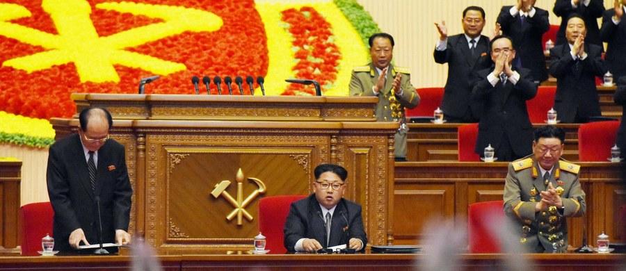 Międzynarodowa Agencja Energii Atomowej (MAEA) poinformowała, że Korea Północna ponownie otwarła zakład produkcji plutonu ze zużytego paliwa reaktorowego. Sugeruje to, że Pjongjang nasila swe zbrojenia nuklearne.