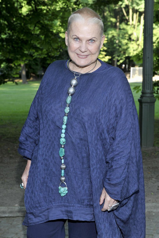 Podróżniczka uważa, że Polacy mają zbyt mało empatii wobec uchodźców z państw arabskich. Podkreśla, że Polska jest krajem chrześcijańskim, a do pomocy ofiarom konfliktu zbrojnego na Bliskim Wschodzie nakłania sam papież Franciszek. Elżbieta Dzikowska przypomina także, że Polacy również migrowali i na całym świecie byli dobrze przyjmowani, nawet w muzułmańskim Iranie.