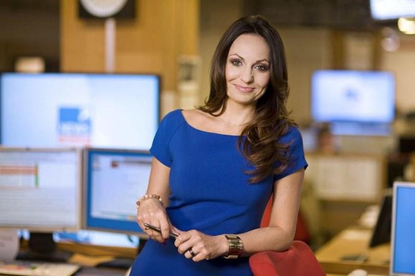 """Gdy prowadzi """"Poranek"""" w Polsat News, wstaje o godz. 3.30. – Kiedy widzowie piszą, że dzięki mojemu uśmiechowi mają lepszy dzień, to niczego mi więcej nie trzeba do szczęścia – zapewnia Beata Cholewińska."""