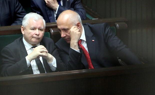 Gdyby wybory do Sejmu odbyły się na początku czerwca, wygrałby je PiS z poparciem 35 proc. - wynika z najnowszego sondażu CBOS. Na dalszych miejscach znalazłyby się: PO - z 15 proc. poparcia i Nowoczesna - z 14 procent.
