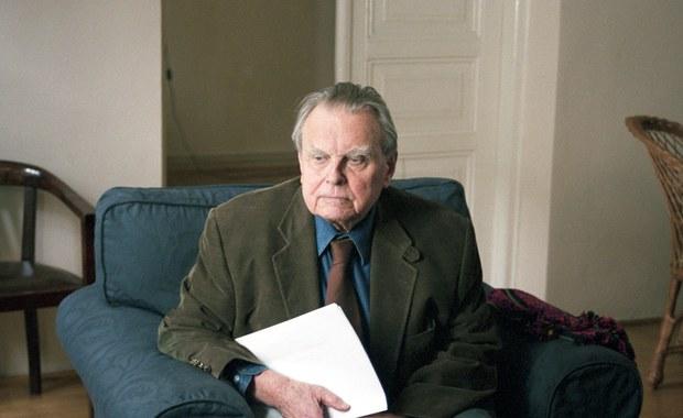 Kraków chce wykupić mieszkanie po laureacie Nagrody Nobla Czesławie Miłoszu. Według planów wyposażenie przeniesie do Domu Literatury, a mieszkanie udostępni goszczącym w mieście literatom – poinformował prezydent Krakowa Jacek Majchrowski.