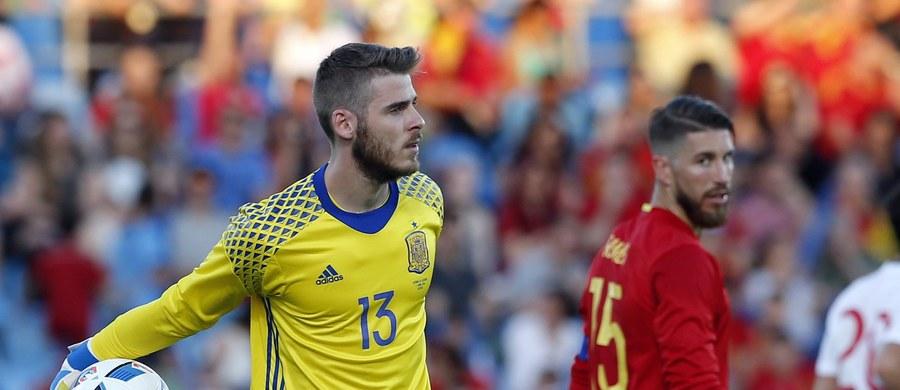 """Bramkarz piłkarskiej reprezentacji Hiszpanii David de Gea zaprzeczył doniesieniom mediów, w których jego osobę łączy się ze sprawą napaści na tle seksualnym. """"To wszystko jest kłamstwem i zajmą się tym moi prawnicy"""" - powiedział."""