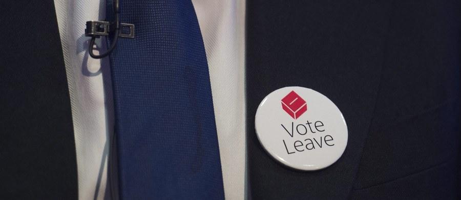 """Zwolennicy wyjścia Wielkiej Brytanii z UE mają 10 pkt proc. przewagi - wynika z opublikowanego sondażu przeprowadzonego przez firmę ORB dla dziennika """"Independent"""". Wg niego za Brexitem zagłosowałoby 55 proc. Brytyjczyków, a za pozostaniem w UE - 45 proc."""