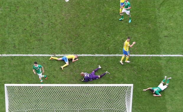 Reprezentacja Szwecji oparta jest praktycznie na swoim kapitanie i rekordziście pod względem liczby bramek Zlatanie Ibrahimovicu. 34-letni napastnik, któremu 30 czerwca kończy się kontrakt z Paris Saint-Germain, nie otrzymywał jednak w poniedziałek wielu podań od kolegów i musiał cofać się w głąb pola. Miał też okazję uderzyć z rzutu wolnego z ok. 30 metrów, ale posłał piłkę po ziemi i trafił w swojego kolegę z drużyny.