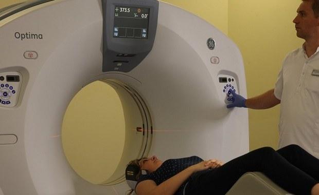 """""""W końcu!"""" - mówią pacjenci, którzy dzięki Radomskiemu Centrum Onkologii na leczenie nie będą musieli jeździć aż do Kielc. Nowy szpital jest gotowy do prowadzenia kompleksowej diagnostyki onkologicznej i skojarzonego leczenia chorych we wszystkich stadiach choroby. Na miejscu mogą być leczone m.in. nowotwory piersi, przewodu pokarmowego, głowy i szyi, a także nowotwory układu moczowego, prostaty, narządów rodnych, płuc oraz mózgu."""