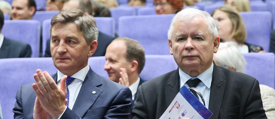 40 proc. badanych zapowiedziało zamiar głosowania na Prawo i Sprawiedliwość - wynika z sondażu TNS Polska. To poparcie o 1 pkt proc. wyższe niż przed miesiącem.