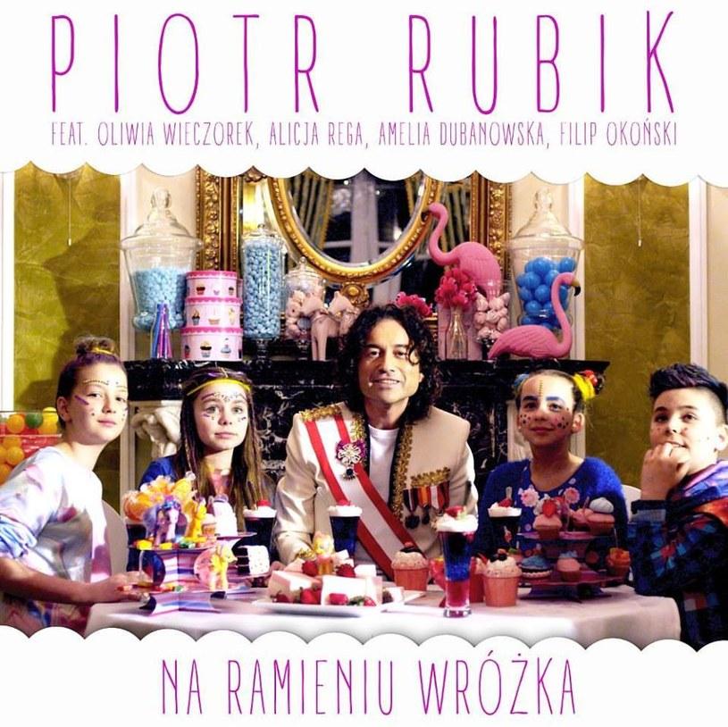 """Poniżej możecie zobaczyć najnowszy teledysk Piotra Rubika, który zapowiada płytę """"Karuzela z marzeniami""""."""