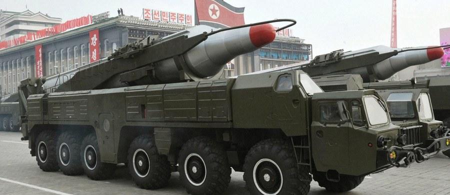 Po nieudanej próbie wystrzelenia w środę ze wschodniego wybrzeża pocisku balistycznego średniego zasięgu Korea Północna po dwóch godzinach podjęła kolejną próbę. Tym razem rakieta przeleciała nad Morzem Japońskim dystans około 400 km.