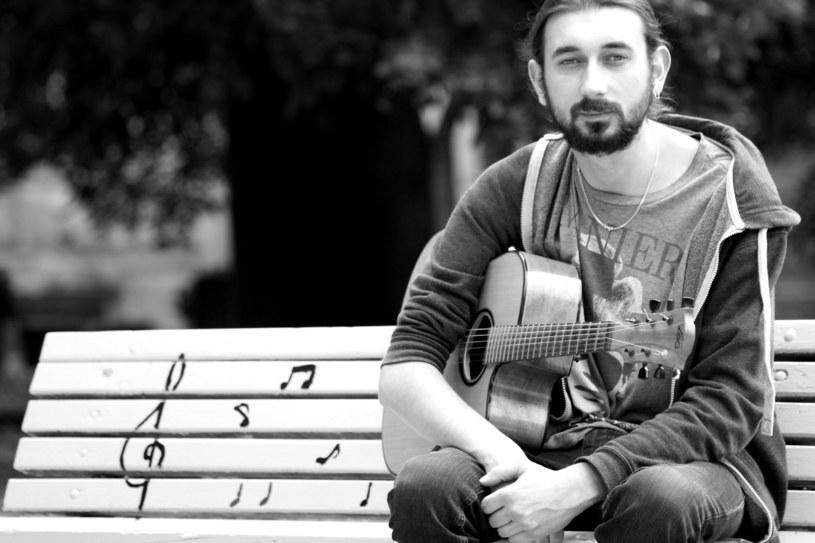 Niespodziewana śmierć Grzegorza Bałdycha poruszyła muzyczne środowisko. Gorzowski gitarzysta, brat jazzowego skrzypka Adama Bałdycha, zmarł w wieku 29 lat.