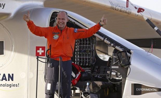 Napędzany energią słoneczną samolot Solar Impulse 2 zakończył ponad 70-godzinny lot nad Oceanem Atlantyckim i wylądował bezpiecznie w Sewilli na południu Hiszpanii. Był to 15 etap podróży maszyny dookoła świata.