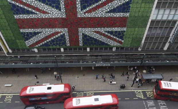 Sondaże przeprowadzone tuż przed odbywającym się dziś referendum w Wielkiej Brytanii w sprawie dalszego członkostwa w Unii Europejskiej dają przewagę zwolennikom pozostania w UE. Według ankiety Populus za pozostaniem W.Brytanii w UE opowiedziało się 55 proc. badanych, a według Ipsos Mori - 52 proc.